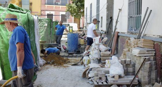 Obras en un edificio de la calle Belén, en Sevilla.