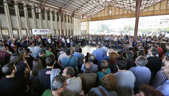 Asamblea de Podemos en un tinglado del Puerto de Valencia.