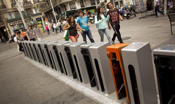 Aparcamiento de bicicletas eléctricas en la calle Montera.