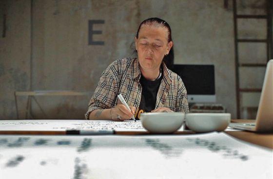 Loraine Halgabary, trabajando en el proyecto de Homelessfont.