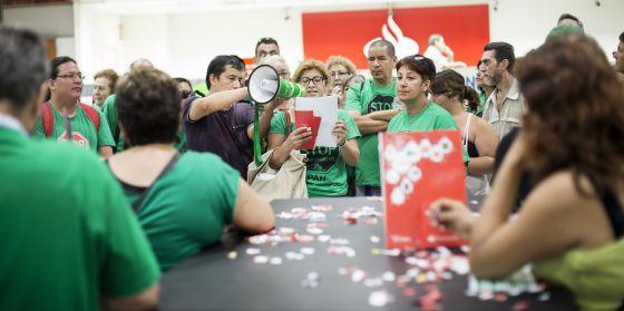 La pah ocupa una oficina del banco santander durante siete for Oficinas banco santander en barcelona