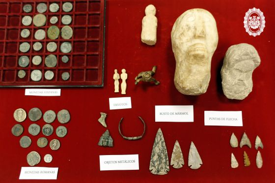 Intervenidas varias piezas arqueol gicas en un mercadillo - Mercadillos sevilla domingo ...
