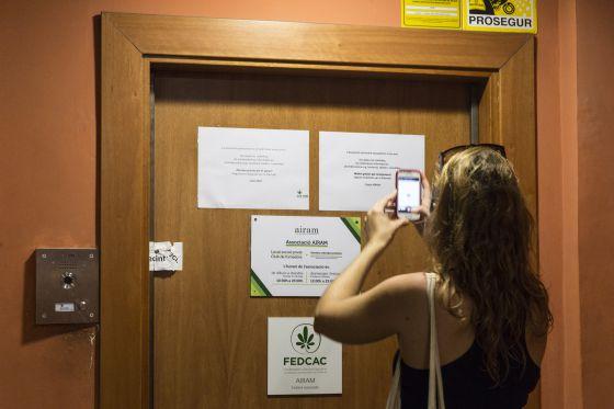 La sede de Airam, en la calle Ample de Barcelona, permanece cerrada desde el miércoles por orden judicial.