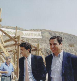 Eduardo Zaplana, a la derecha, durante la construcción del parque.