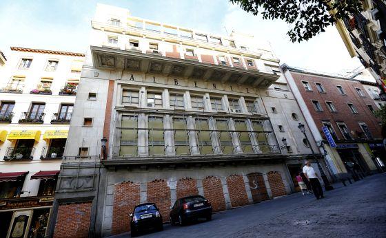 La fachada del teatro Albéniz en la calle de la Paz.