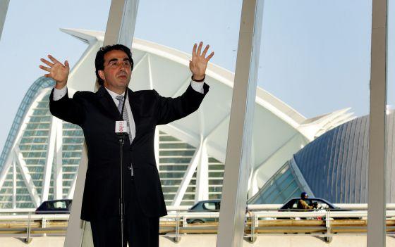 El arquitecto Santiago Calatrava durante la presentación del edificio en 2005.