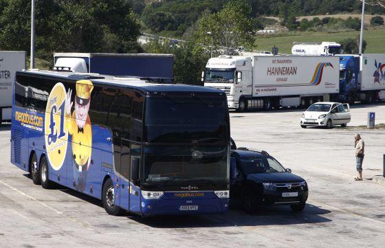 Megabus deja tirados en la ap 7 a 62 viajeros de una l nea a londres catalu a el pa s - El tiempo en macanet de la selva ...