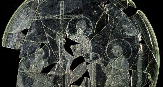 La patena del siglo IV hallada en Cástulo.