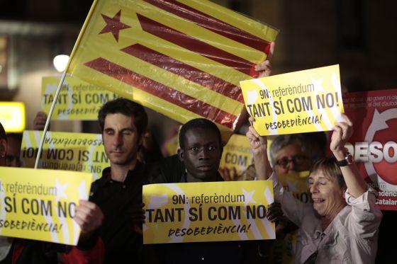 Concentración convocada por la CUP ayer por la noche en la plaza Sant Jaume.