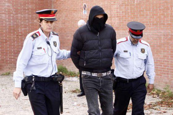 Uno de los encapuchados detenido en Girona.