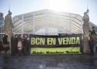 Protesta contra la pista de hielo de la plaza de Catalunya de Barcelona
