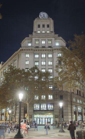 Bbva cierra su oficina de la plaza de catalunya catalu a for Bbva oficines barcelona