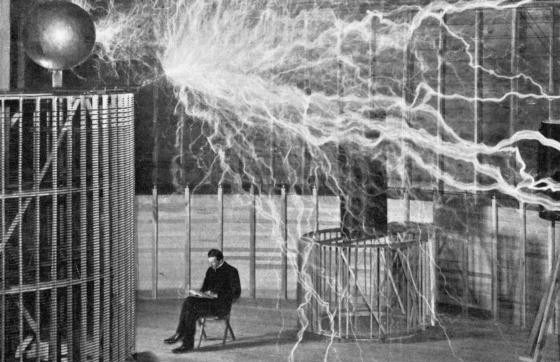 Nikola Tesla: rayos y centellas