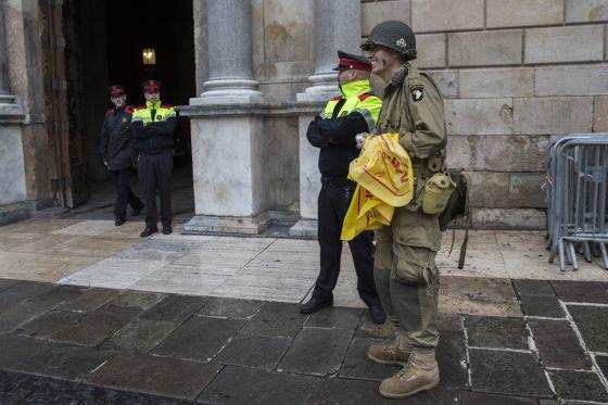 Justo José M. P. itentó entrar en el palacio de la Generalitat vestido de militar el pasado 4 de noviembre.