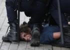 Una juez abre juicio a 20 policías por agredir a estudiantes en 2012