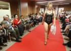 Desfile en ropa interior contra el cáncer de mama