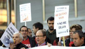 Afectados por la hepatitis C reclaman en Bilbao el nuevo tratamiento.