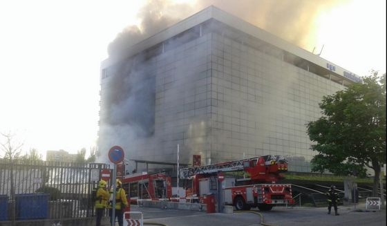 Ltima hora espectacular incendio en la sede de santa - Oficinas santa lucia madrid ...