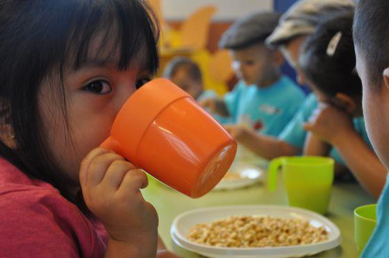 La generalitat aumenta un 40 las becas completas de for Becas comedor barcelona