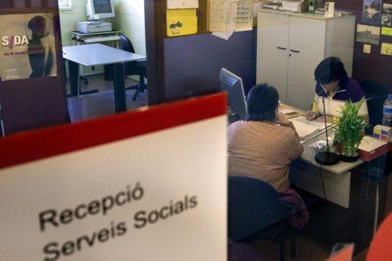 Hacienda embarga las ayudas sociales a sus deudores catalu a el pa s - Oficina hacienda barcelona ...