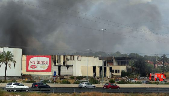 Los bomberos sofocan un incendio en una antigua c rnica de - El tiempo en paterna valencia ...