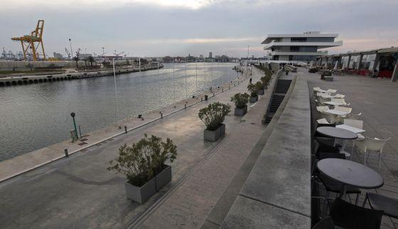 El edificio Veles e Vents, al fondo, es uno de los elementos más conocidos de la Marina Real.