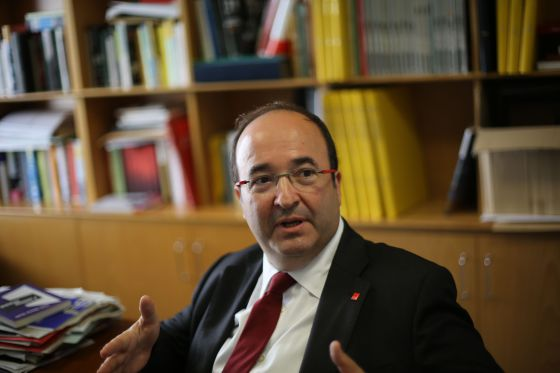 El candidato del PSC, Miquel Iceta, en la redacción de EL PAÍS.