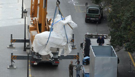 Traslado de la estatua ecuestre de Franco