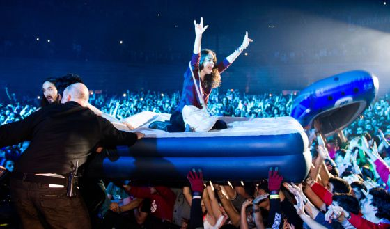 Actuación del dj Steve Aoki en la fiesta de Halloween del pabellón Madrid Arena el 1 de noviembre de 2012.