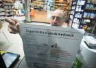 Farmacias empapeladas para denunciar los impagos de Salud