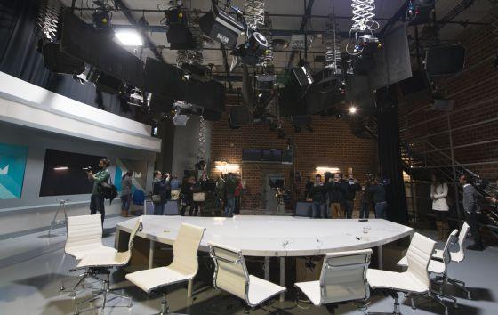 Imagen del estudio central de Canal 9 en el Centre de Producció de Burjassot dos años después de cerrarse RTVV.