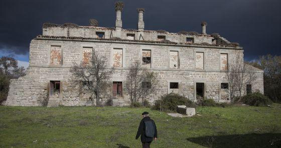 Palacio de Monesterio en ruinas en el térrmino municipal de San Lorenzo de El Escorial.
