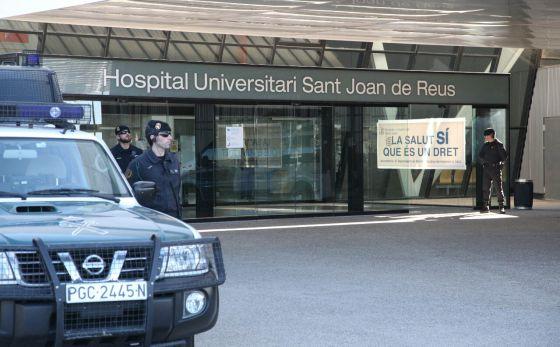 Agentes de la Guardia Civil registran el hospital Sant Joan de Reus (Tarragona)