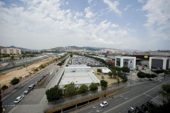 Colau frena la ampliaci n del centro comercial la - Centro comercial maquinista barcelona ...