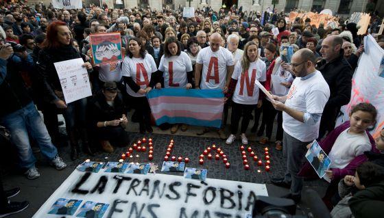 Manifestación contra la transfobia y en memoria de Alan.