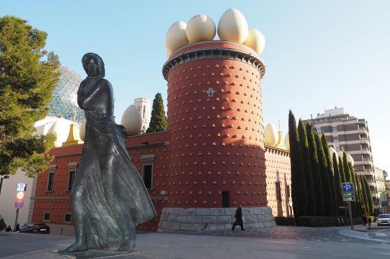 Homenaje a la tramontana en Figueres.