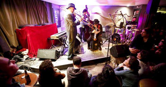 Último concierto en el Berlín Cafe.
