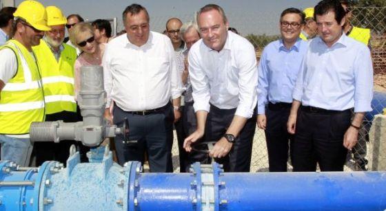 El entonces presidente de la Generalitat Alberto Fabra en un acto de puesta en funcionamiento del trasvase Júcar-Vinalopó en 2014.