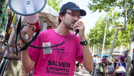 Protesta y recogida de firmas contra el cierre del Hospital de Viladecans en 2013.