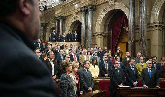 Una panorámica, ayer, del hemiciclo. Al fondo, en la tribuna de invitados, varios de los senadores que fueron designados.