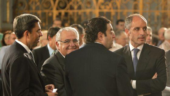 Cotino y Camps, de cara y de izquierda a derecha, en 2009, cuando se aprobó la ley.