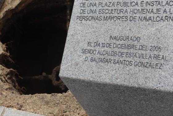 Bloque de granito junto al último derrumbe en Navalcarnero.