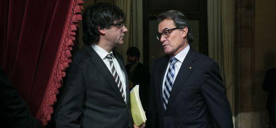 Carles Puigdemont (izquierda) con Artur Mas (derecha).