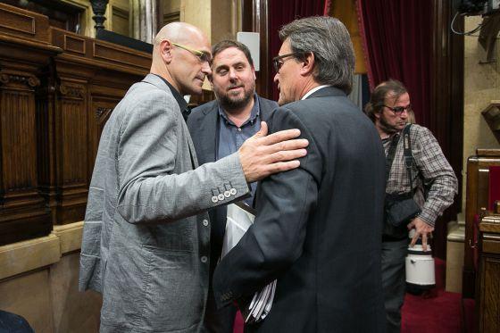 Raül Romeva, Oriol Junqueras y Artur Mas en el Parlament.