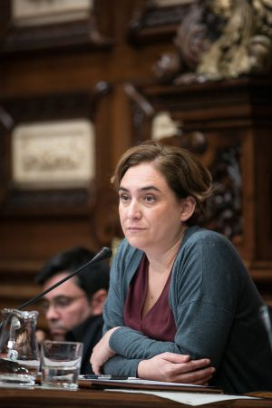Ada Colau, alcaldesa de Barcelona durante el pleno.