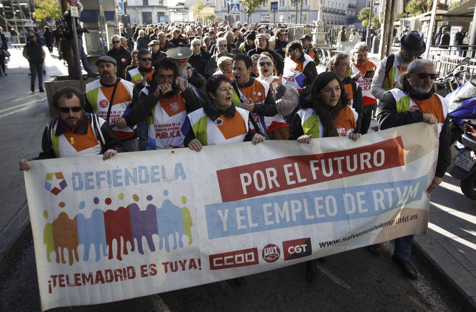 Extrabajadores de Telemadrid se manifientan por el centro de la capital en el tercer aniversario del ERE.