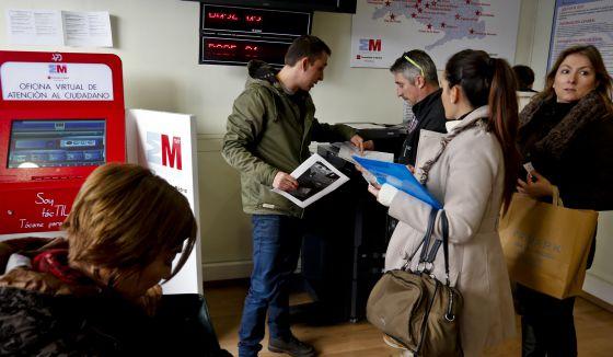 Centenares de opositores demandan a Metro por el examen de maquinistas