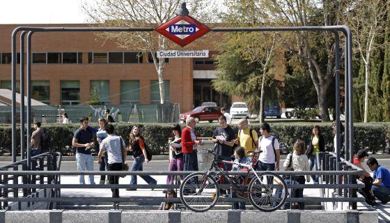 Estación del metro en Ciudad Universitaria de la Complutense.
