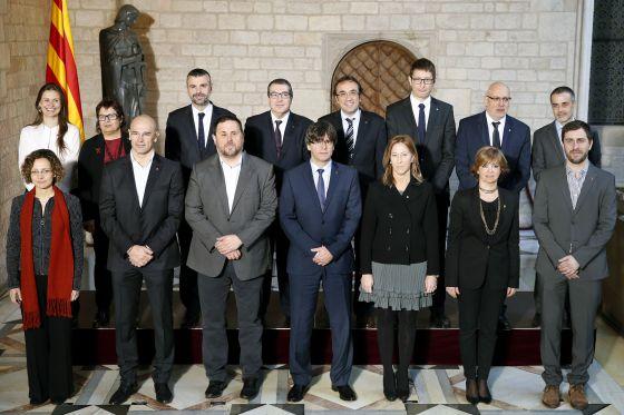 Imagen oficial de la toma de posesión de los miembros del 'Govern'.