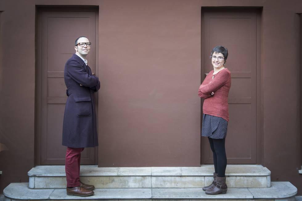 Albert Forns y Anna Ballbona, tras ganar el rpimer premio Llibres Anagrama.
